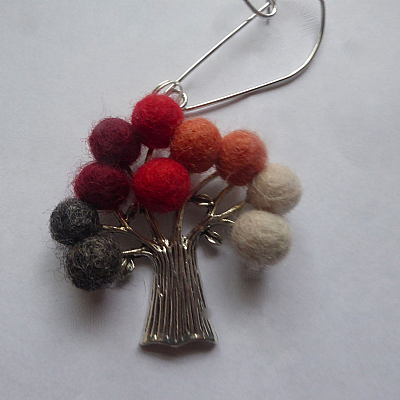 Felt tree brooch - red and grey