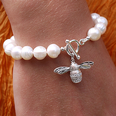 Freshwater pearl bracelet with silver bee charm